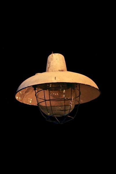 Duża lampa fabryczna z odbłyśnikiem